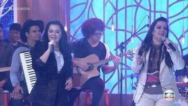 Maiara e Maraisa cantam 'Não abro mão' - Fátima comenta música: 'Essa é paixão mesmo!'