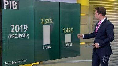'Prévia' do PIB do Banco Central indica que economia brasileira recuou 0,68% no 1º tri - Resultado oficial do PIB será divulgado pelo IBGE em 30 de maio e, se retração for confirmada, será a primeira em dois anos.