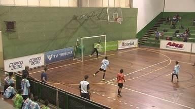 Ginásio do Rebouças recebe rodada da 17ª Copa TV Tribuna de Futsal Escolar - Oito jogos do masculino foram disputados na última terça-feira (14), na Ponta da Praia, em Santos.