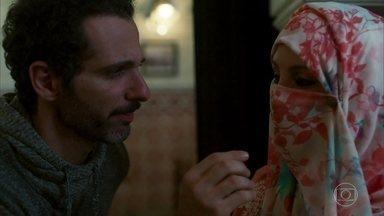 Ali aceita ficar noivo de Latifa - Tudo para ver o rosto dela antes do casamento