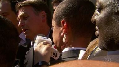 Jair Bolsonaro chama manifestantes de 'idiotas úteis' e 'massa de manobra' - O presidente Jair Bolsonaro acompanhou nos Estados Unidos os protestos de estudantes em várias cidades do Brasil. Ele disse que não queria cortar verbas da educação, mas que isso foi necessário.