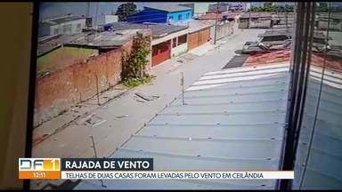 Vento forte carrega telhas em Ceilândia - A câmera de segurança de uma casa flagrou o momento em que uma rajada de vento arranca o telhado de duas casas na QNO 17, no Setor O.