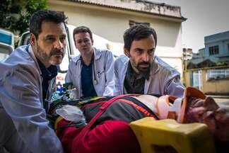 Episódio 4 - Charles e Evandro correm contra o tempo para tratar um paraquedista com aneurisma cerebral, que sofre um desmaio durante o salto, e uma criança com insuficiência renal, que necessita de um transplante. Enquanto isso, Décio se envolve com um paciente.