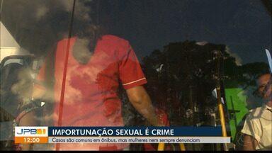 Importunação sexual é crime e casos são comuns dentro dos ônibus - Quem for flagrado pode pegar de 1 a 5 anos de prisão