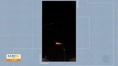 Luzes no céu de Aquidauana surpreendem moradores - Moradores mandaram vídeos das luzes.