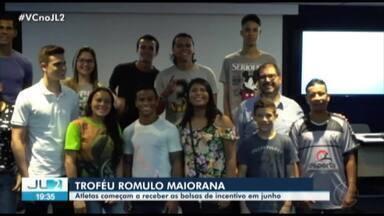 Reunião trata da entrega de bolsas de incentivo para vencedores do Troféu Rômulo Maiorana - Os 14 vencedores recebem orientações na sede da TV Liberal.
