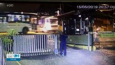 Imagens de um acidente de trânsito entre um ônibus e um caminhão impressionam - O acidente aconteceu em Recife