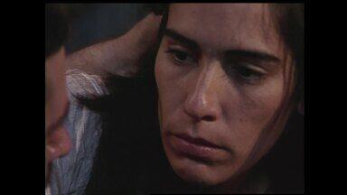 Reveja cena de Maria Moura sofrendo nas mãos do padrasto - Assista!