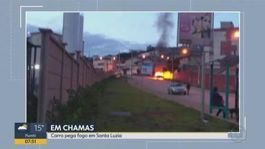 Carro pega fogo em Santa Luzia, na Grande BH - Ocupantes do veículo não se feriram.