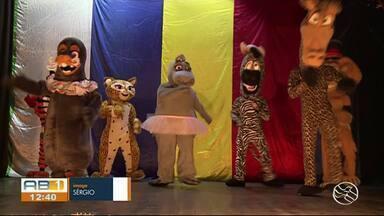 Espetáculo 'Madagascar, o Circo' é realizado em Garanhuns - Reportagem mostra ensaio do espetáculo.