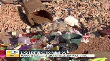 Moradores do Paranoá reclamam de lixo nas ruas - Pontos improvisados de descarte de lixo estão espalhados pela cidade. Nossa equipe flagrou um motorista de caminhão jogando lixo em um terreno baldio.