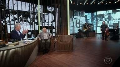 Bial apresenta Luis Fernando Verissimo ao som da banda Marmota Jazz - Pedro Verissimo, filho de Luis Fernando Verissimo, comanda a banda