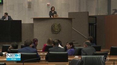 Alepe aprova em segunda votação aumento na verba de gabinete de 27 deputados estaduais - Dinheiro será usado para reajustar o salário dos servidores dos gabinetes.