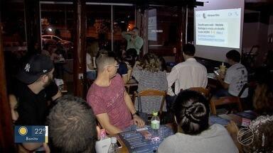 Campo Grande participa de evento mundial com aula de ciências no bar - Não estranhe se você chegar a um bar em Campo Grande e der de cara com a divulgação de alguma pesquisa científica. É que a capital sul-mato-grossense participa de um evento que ocorre no mundo todo e que alia descontração e conhecimento.