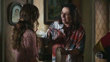 Dorotéia se comove com atitude de Maria e oferece sua amizade - Marlene confronta os novos vizinhos