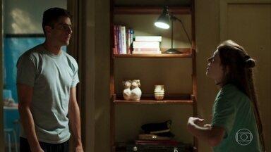 Marco exige que Anjinha o apresente a Cleber - Anjinha discute com o pai e Marco Rodrigo fica sem saber como agir