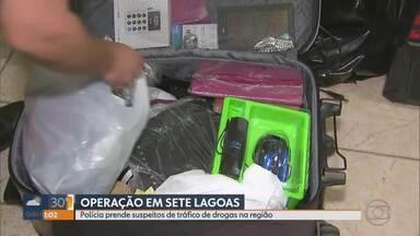 Polícias Civil e Militar fazem operação de combate ao tráfico de drogas em Sete Lagoas - Segundo o delegado, 38 policiais civis e 60 militares tentam cumprir 13 mandados de busca e apreensão e nove de prisão.