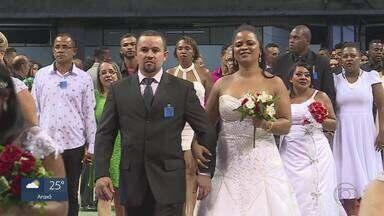 Em Belo Horizonte, 500 casais participam de casamento comunitário - Muita gente se emocionou no evento promovido pela Defensoria Pública de Minas Gerais.