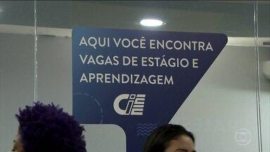 Procura pelo primeiro emprego leva cerca de 50 mil pessoas a uma feira, em São Paulo - Uma feira em São Paulo oferece nove mil vagas para quem quer entrar no mercado de trabalho