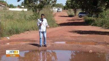 Moradores denunciam os problemas gerados pela falta de asfalto no Setor Santa Fé ll - Moradores denunciam os problemas gerados pela falta de asfalto no Setor Santa Fé ll