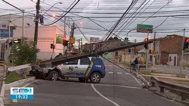 Acidentes de trânsito que danificam postes de energia elétrica chamam atenção da Energisa - Um dos últimos aconteceu nesta sexta-feira (24) envolvendo um carro da Polícia Militar de Sergipe.