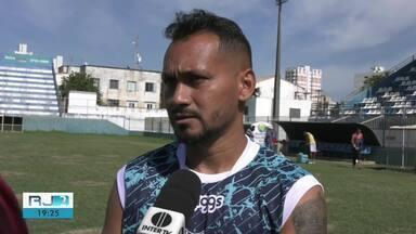 Goytacaz e Campos Atlético jogam neste sábado (25) às 15h - Assista a seguir.