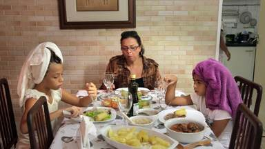 Uma Princesa em Apuros - Maria Antonia tem nove anos e não gosta de experimentar nada novo. Os pais já não sabem mais o que fazer para que ela passe a comer de forma mais saudável.