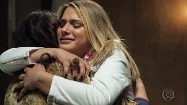 Maria ajuda Dorotéia a aceitar Britney - Britney se impõe e exige respeito. Maria promove a paz entre a família da jovem