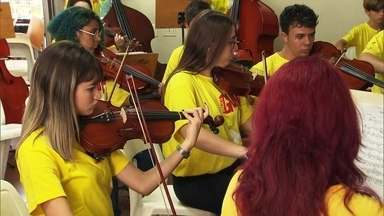 Projeto Guri oferece aulas gratuitas de música para 50 mil crianças e adolescentes - Através da música, o Projeto Guri contribui para que crianças e adolescentes cheguem à idade adulta mais fortalecidos e confiantes de que podem realizar seus sonhos.