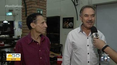 Jornalista Handerson Pacienri toma café com humoristas Nilton Pinto e Tom Carvalho - Eles conversam sobre vários assuntos.