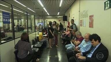 Tribunais de Justiça fazem mutirões para pagar perdas em planos econômicos - Prazo para fechar acordo termina em março do ano que vem.