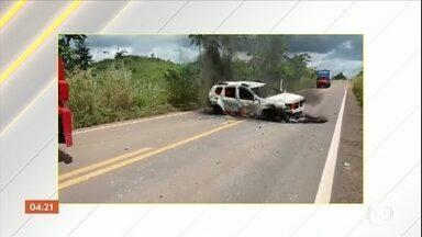 Carro-forte é alvo de assaltantes na BR-222, no Pará - Pelo menos três veículos foram usados na ação. Entre eles um micro-ônibus, que fechou a passagem do carro-forte. Um dos veículos foi incendiado há cerca de cinco quilômetros do local do assalto.