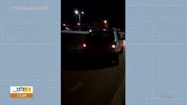 Vídeo flagra motorista dirigindo veículo em cima de calçada para pedestres em Palmas - Vídeo flagra motorista dirigindo veículo em cima de calçada para pedestres em Palmas