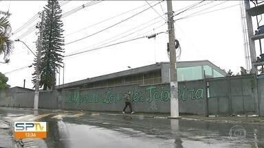 Alunos que agrediram professora prestam depoimento em Carapicuíba - A Secretaria de Educação já informou que esses alunos serão transferidos para outra escola.