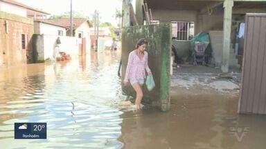 Chuvas no Vale do Ribeira deixam grande números de desabrigados - Nível de rio subiu em Registro e inundou bairros da cidade.