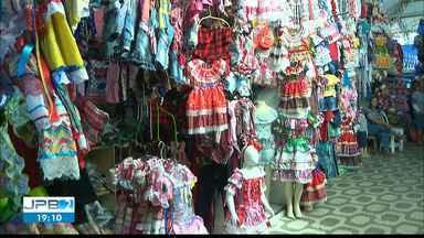 JPB2JP: Escolas ensaiam quadrilhas juninas e comércio está cheio de roupas matutas - Tradição mantida.