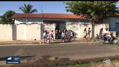 Calendário: Pais e alunos pedem sinalização em frente a escola em Floriano - Calendário: Pais e alunos pedem sinalização em frente a escola em Floriano