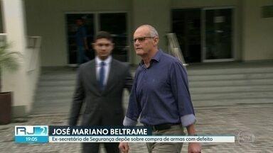 Ex-secretário de Segurança presta depoimento à Polícia Civil - José Mariano Beltrame falou em inquérito que investiga compra de armamentos com defeito pelo Governo do Estado