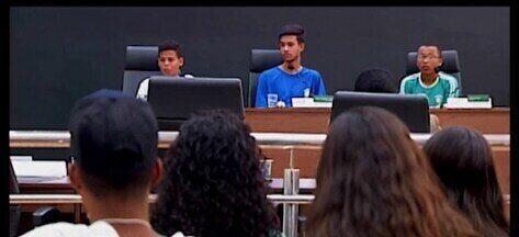 Projeto 'Juventude Cidadã' leva estudantes para conhecerem a rotina da Câmara de Araxá - Centenas de adolescentes estão conhecendo a política na prática entre os corredores do Legislativo.