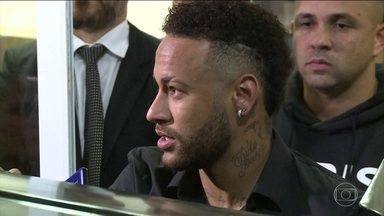 Neymar diz à polícia que assessores divulgaram imagens íntimas de modelo - Jogador afirmou no depoimento à polícia do Rio que orientou para que as partes íntimas da modelo fossem preservadas, mas rosto, nome e algumas imagens acabaram vazando.