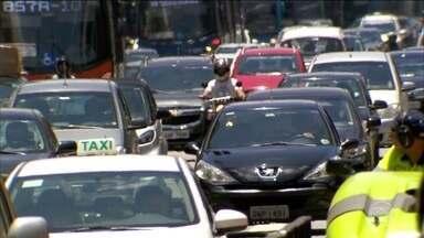Especialistas apontam problema no aumento do intervalo de exames para renovação da CNH - Riscos de motoristas mais velhos se envolverem em acidentes aumentam com o avanço da idade segundo especialistas.
