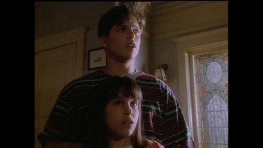 Pais e filhos - Bailey tenta impressionar o pai de Kate. Já Charlie hesita diante das constantes comparações com o pai dele.