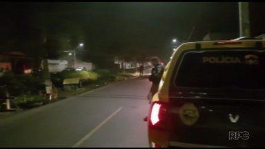 Adolescente morre atropelado enquanto andava de skate - Família do jovem diz que outro adolescente dirigia o carro.