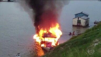 Dezoito pessoas ficaram feridas na explosão de um barco, no Acre - O acidente aconteceu no Rio Juruá, em Cruzeiro do Sul. A embarcação transportava pessoas, mercadorias e combustível.