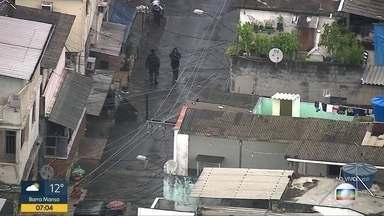 Polícia Militar faz operação no Complexo da Maré - Soldados do Batalhão de Choque da Polícia Militar faz uma varredura por diversas vias no Parque União e Nova Holanda.