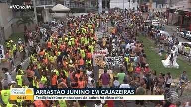 Moradores de Cajazeiras participam de tradicional 'arrastão junino' - Veja como foi a festa.
