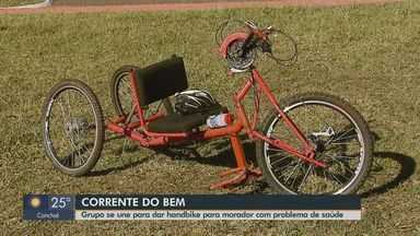 Ciclistas de São Carlo se unem em rifa para doar bicicleta a rapaz com doença degenerativa - Lucas Daniel da Rocha tem 31 anos e é portador da síndrome de Machado-Joseph, que causa a perda de movimentos.