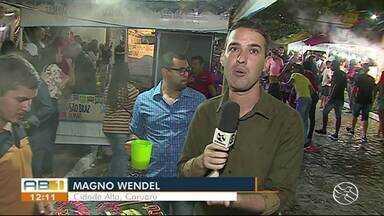 Moradores do Cidade Alta se reúnem para provar 'Maior Quentão do Mundo' em Caruaru - Moradores e turistas participaram da festa.