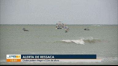 Capitania dos Portos emite alerta de ressaca - Ondas podem chegar a 2,5 metros de altura, o alerta vai até a terça-feira (11).