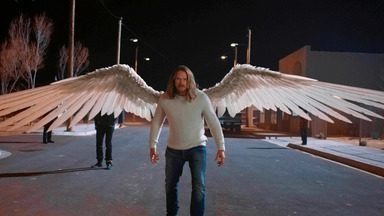Coração de Anjo - Um caçador de recompensas chega à cidade para punir Joe por deixar o reino dos anjos. Manfred tem um plano para salvá-lo, mas precisa de ajuda de seus amigos.